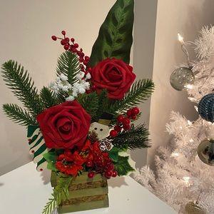 Cute holiday flower arrangement basket